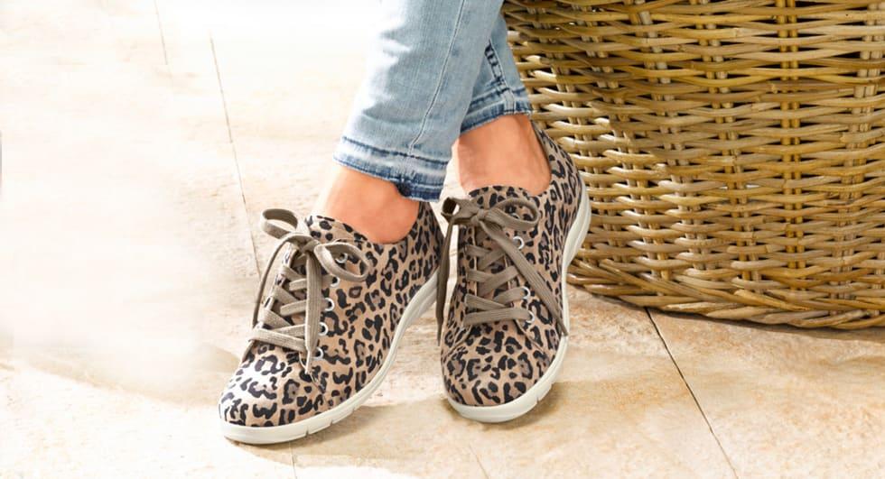 Bequeme und modische Schuhe in Animalprint
