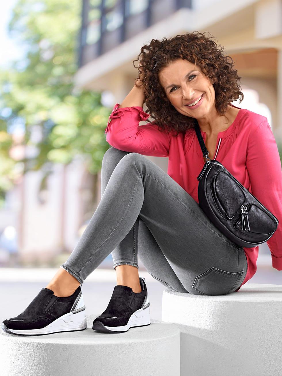 Outfit schwarz/grau
