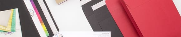 Farbige Briefumschläge mit Falz, 162x114x25 mm (C6) Dunkelroter Post Marque Briefumschlag mit Falz, Dunkelrot, C6, Haftklebend - Verschluss, Karton, Rot, 162x114x25 mm (C6) Roter Umschlag mit Bindfadenverschluss und Falz,