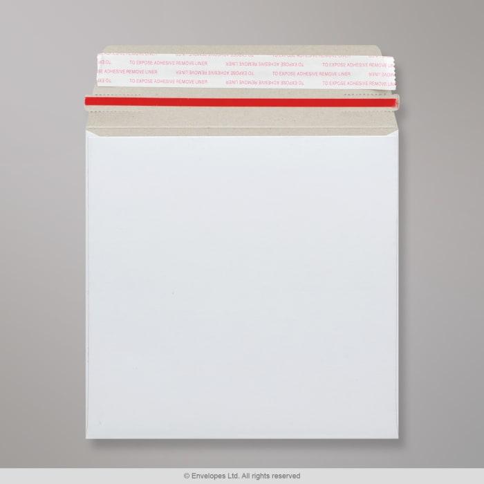 Sobre blanco de cartón de 170x170 mm