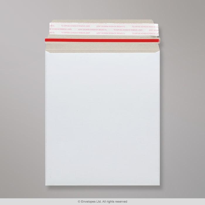 Sobre blanco de cartón de 273x222 mm
