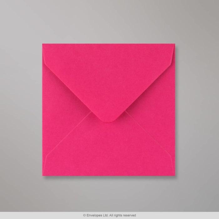 Fuksianpunainen kirjekuori 116x116 mm
