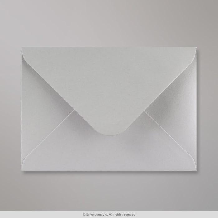 Vaaleanharmaa kirjekuori 133x184 mm