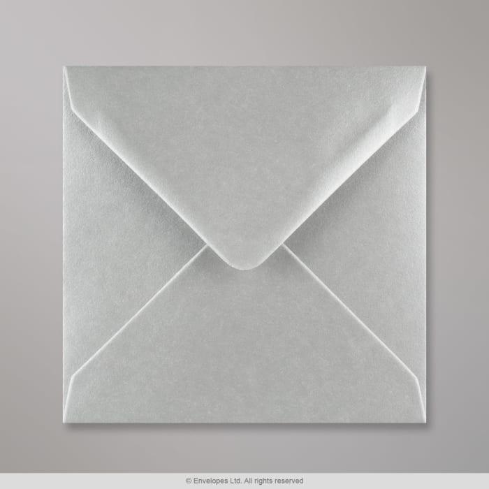 Metallinhohtoinen hopeanvärinen kirjekuori 140x140 mm