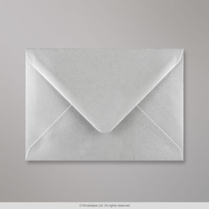 Metallinhohtoinen hopeanvärinen kirjekuori 114x162 mm (C6)