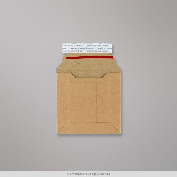 Manila Versandtasche aus stabiler Vollpappe mit Aufreißband 120x120 mm