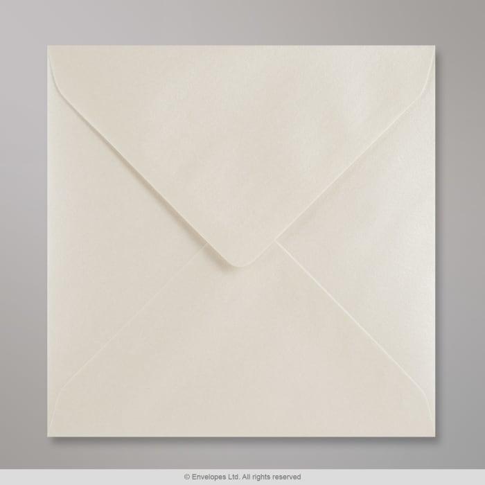 Austernfarbener Perlglanz-Briefumschlag 155x155 mm