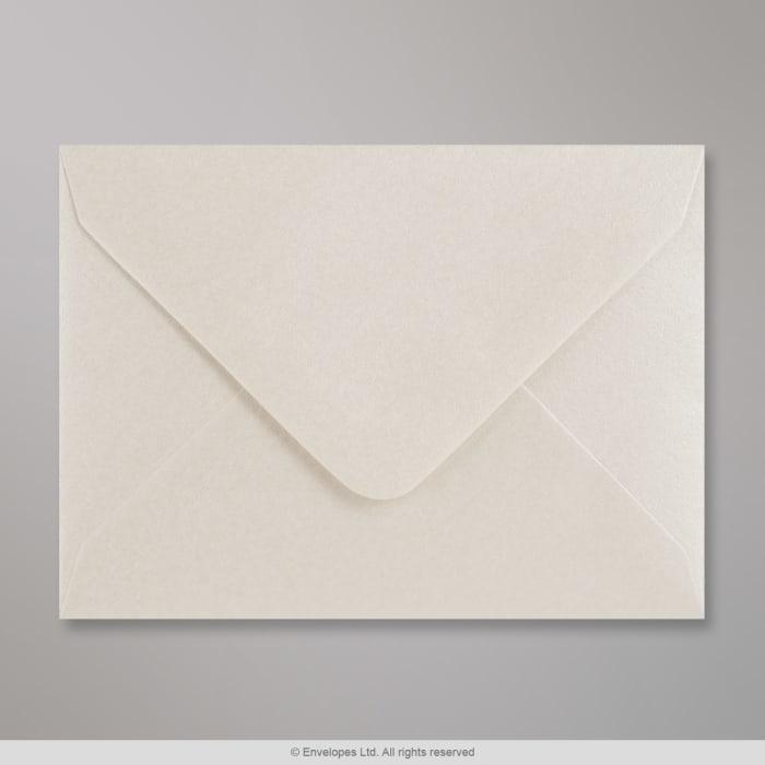Osterinvärinen, kiiltävä kirjekuori 82x113 mm (C7)