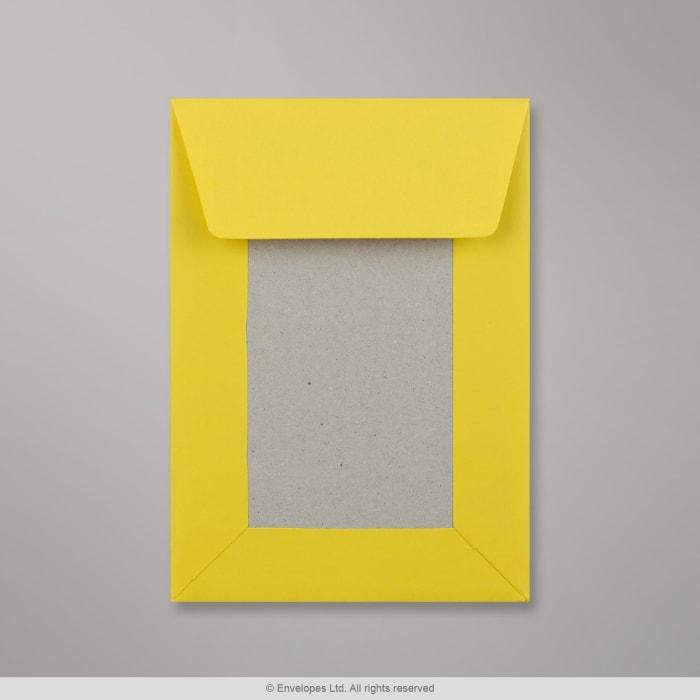 Tummankeltainen pahvitaustainen kirjekuori 162x114 mm (C6)