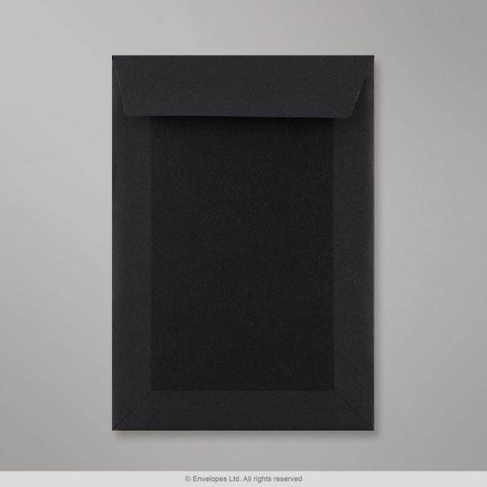Sobre negro con dorso de cartón en negro de 229x162 mm (C5)