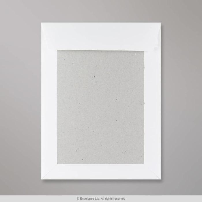 Bílá obálka s kartonovou zadní stěnou 241x178 mm
