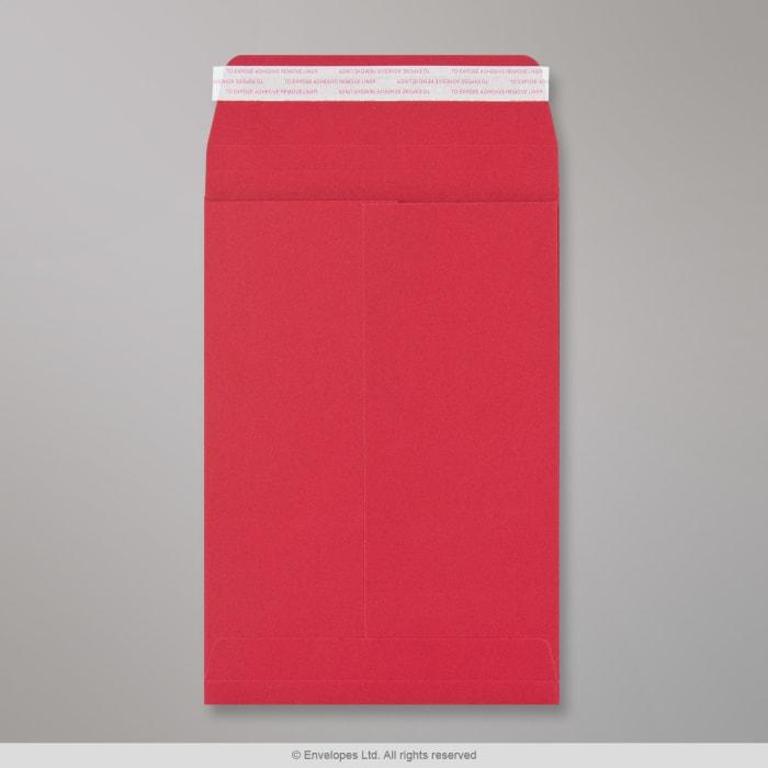 Tummanpunainen sivulevikkeellinen läpällinen kirjekuori 229x162x25 mm (C5)