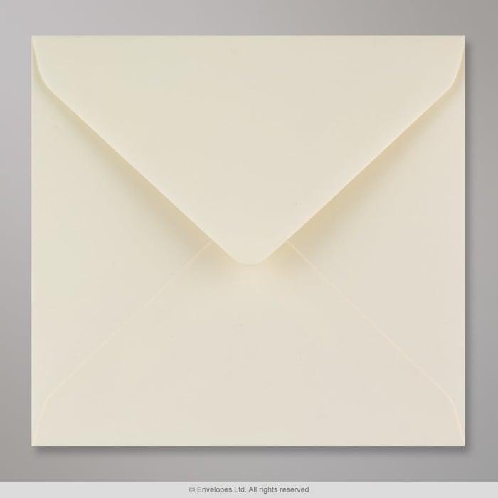 Norsunluunvalkoinen lyhytkuituinen kirjekuori 155x155 mm