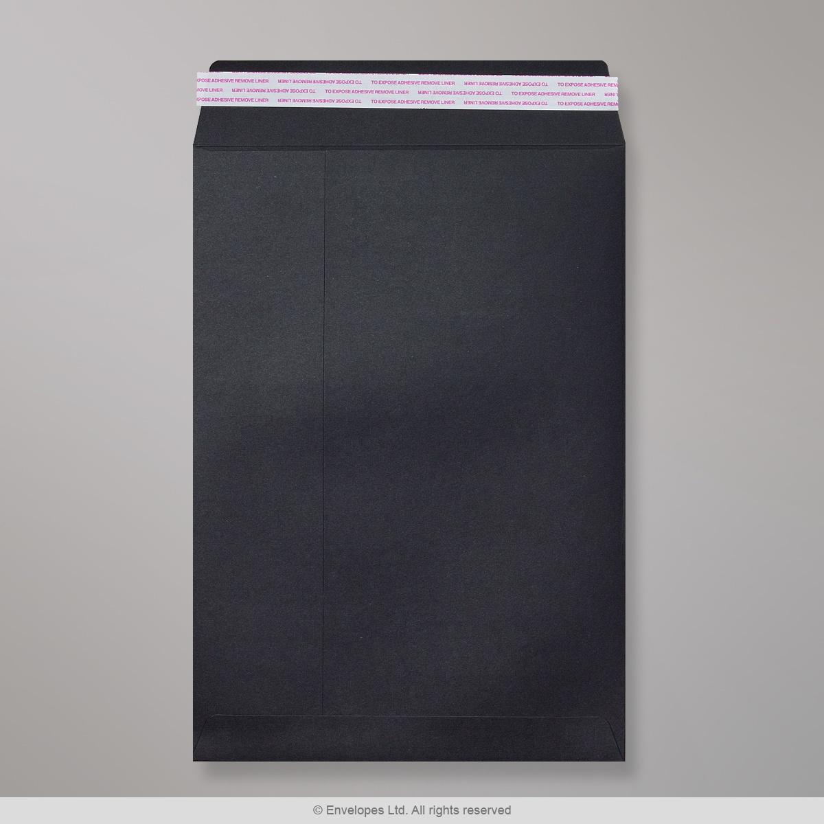 Musta läpällinen kirjekuori 324x229 mm (C4)