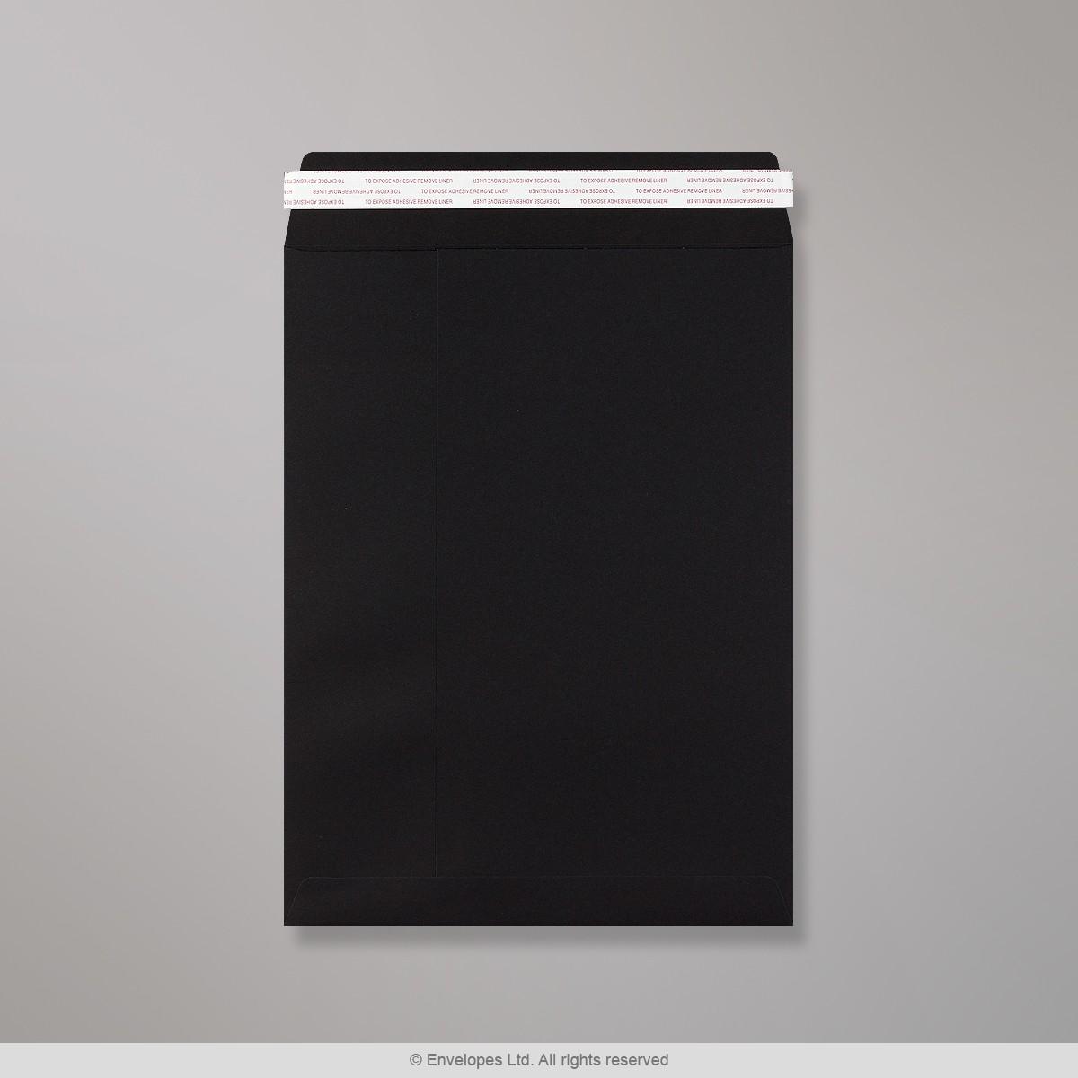 Mustavalkoinen läpällinen 330x248 mm