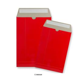 Rode kartonnen enveloppen
