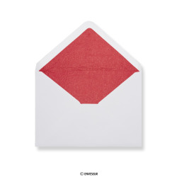 Punaisella koristepaperilla vuoratut kuoret