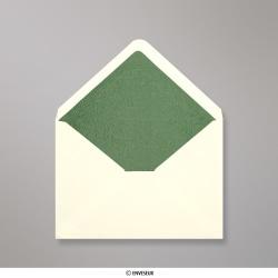 Enveloppen met groen fantasiepapier aan binnenzijde