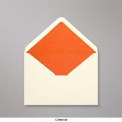 Enveloppen met oranje fantasiepapier aan binnenzijde