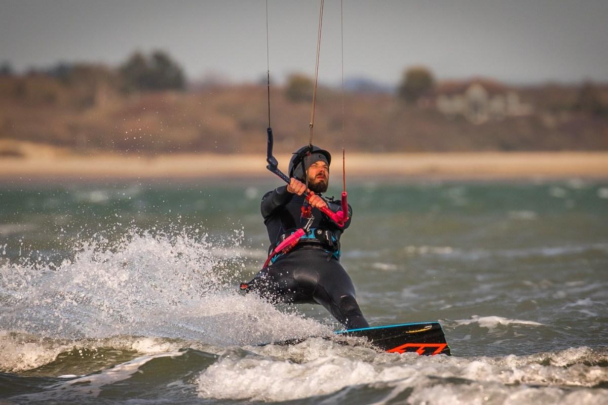 Book kitesurfing with Nomadic Kitesurf