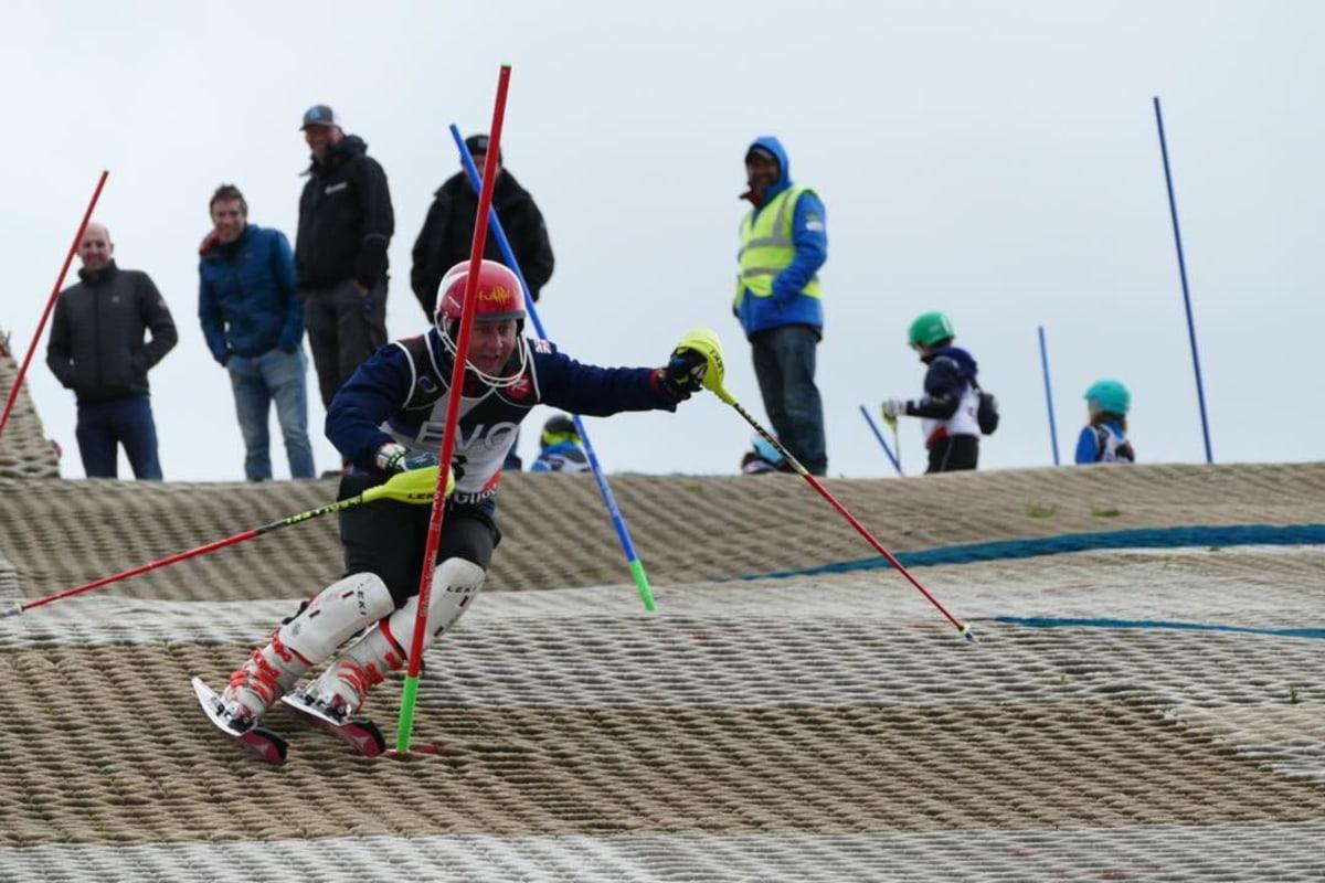 Book now skiing WGC Race Club