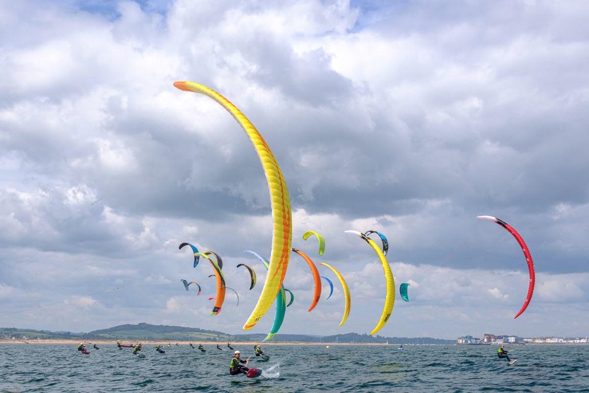 Book now a kitesurfing or surfing session