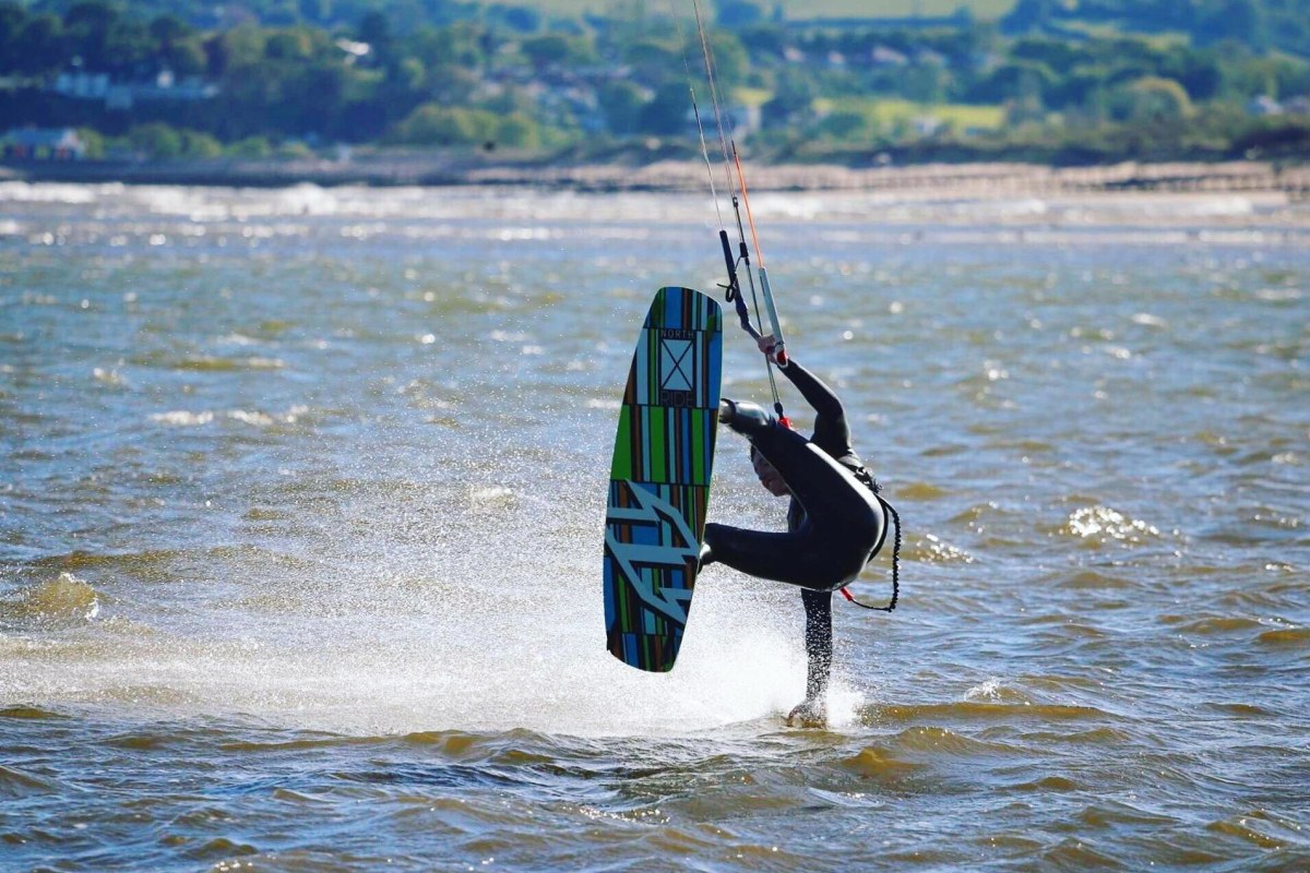 Book a kitesurfing session now