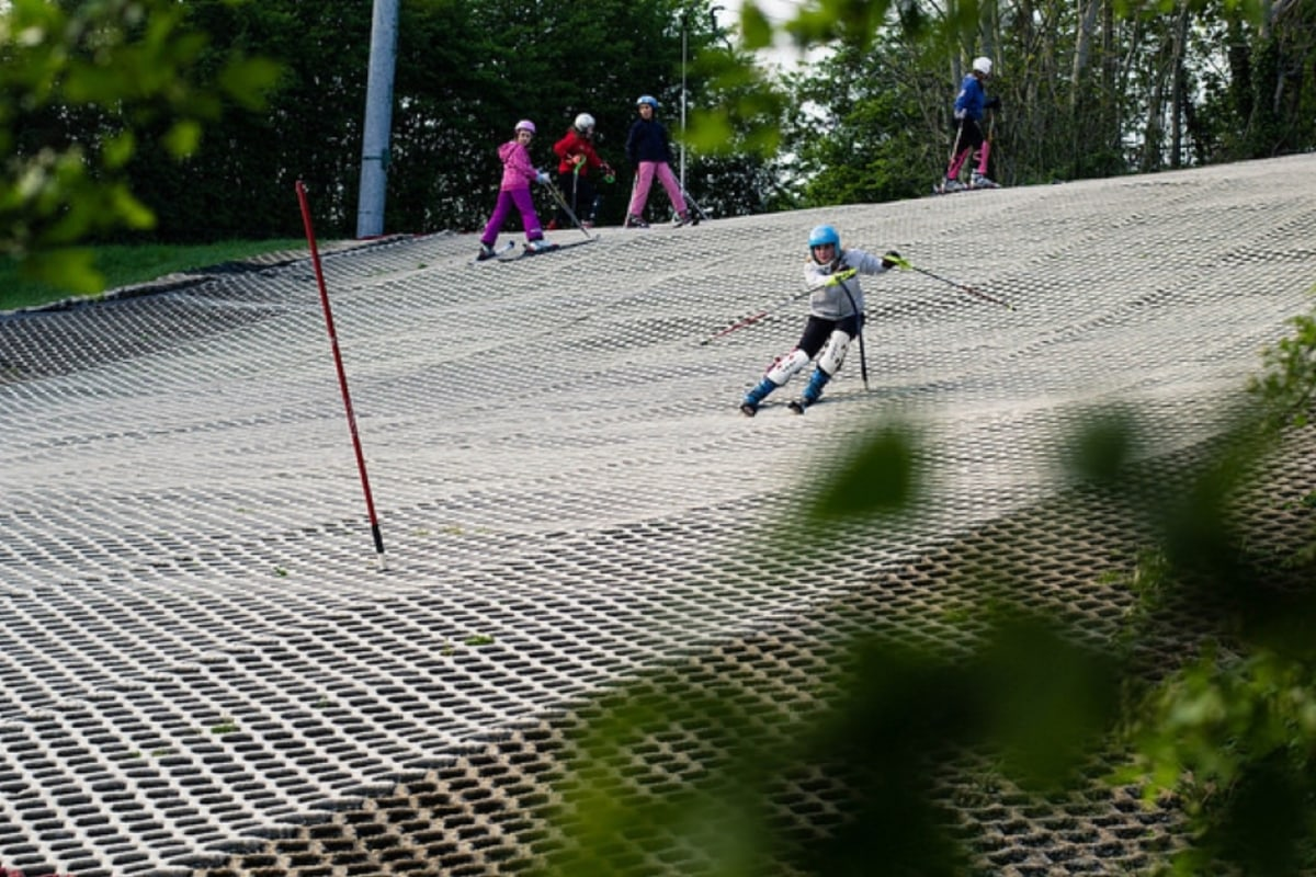Book skiing with Cardiff Ski Centre