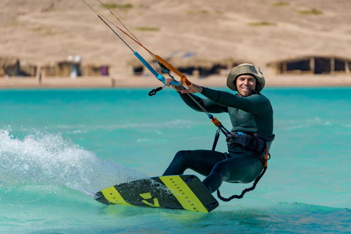 lewis crathern kitesurfing brighton