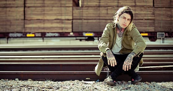 "Falling In Reverse Release New Song + Video ""Drugs"""