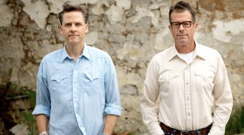 "Calexico Debut Live Video For ""Tapping On The Line"""