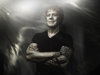 "Danny Elfman Shares Pulsing Video For New Song ""Sorry"", Listen + Watch Now"