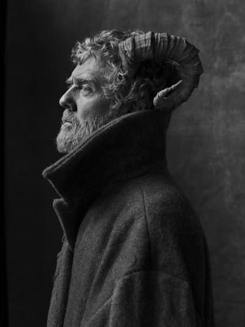 """Glen Hansard Shares Intimate Performances of New Songs """"Don't Settle"""" and """"Race To The Bottom"""""""