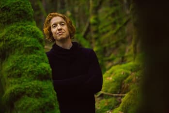 """Richard Reed Parry Performs New Song """"I Was In The World (Was The World In Me)"""""""