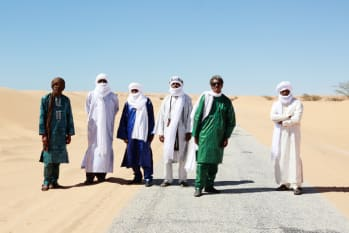 "Tinariwen Reveal New Single ""Kel Tinawen"" feat. Cass McCombs"