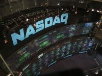 Nasdaq, DJIA, S&P Plunge Down as Investors Continue to Sell Growth Stocks