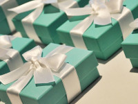Tiffany Holiday Sales Slip as Chinese Tourists Spend Less
