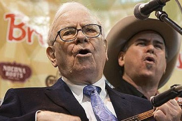 Why Average Investors Should Not Try to Imitate Warren Buffett or Bill Miller