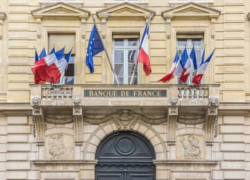 Bank of France Says It Will Exit Coal, Limit Oil and Gas Investments by 2024