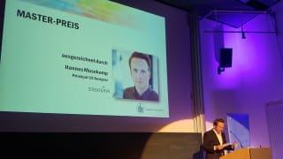 UX Principal Hannes Musekamp bei der Prämierung der besten Masterarbeit