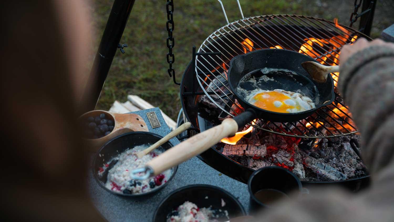 Vi har utstyret som åpner opp for enkel og kreativ matlaging utendørs.