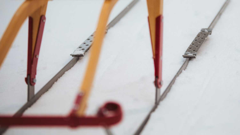En spark må tåle litt gjennom en norsk vinter. Det brukes kun heltre og syrefast stål til våre sparker.