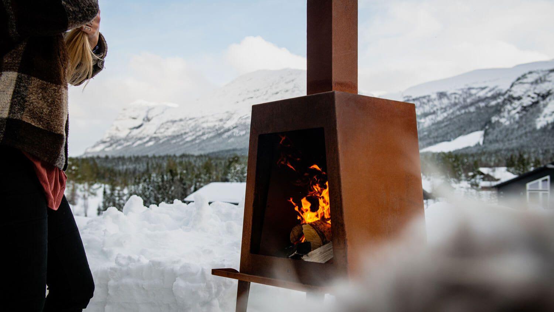 En rustikk utepeis med ekstra god lufttilførsel til brennkammeret.