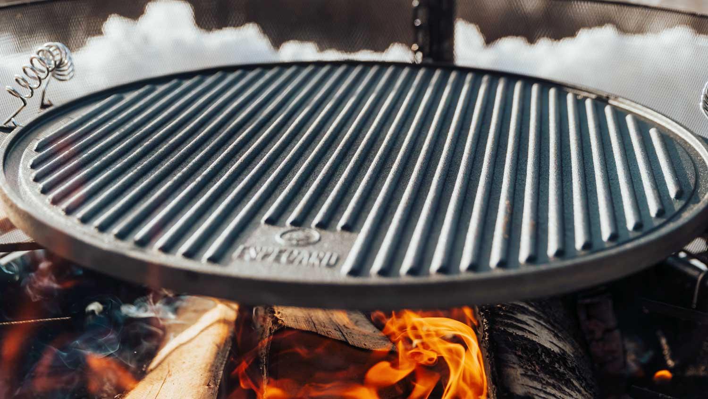 Før man setter i gang med stekingen bør man gi støpejernet tid til å bli ordentlig varm.