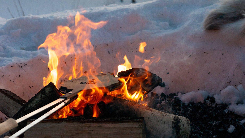Ønsker man at bålet skal brenne saktere bygger man et tett pagodebål.