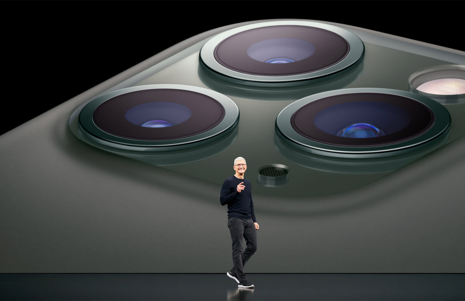iphone-update-apple-set-to-equip-future-iphones-with-periscope-lens-20200722-1