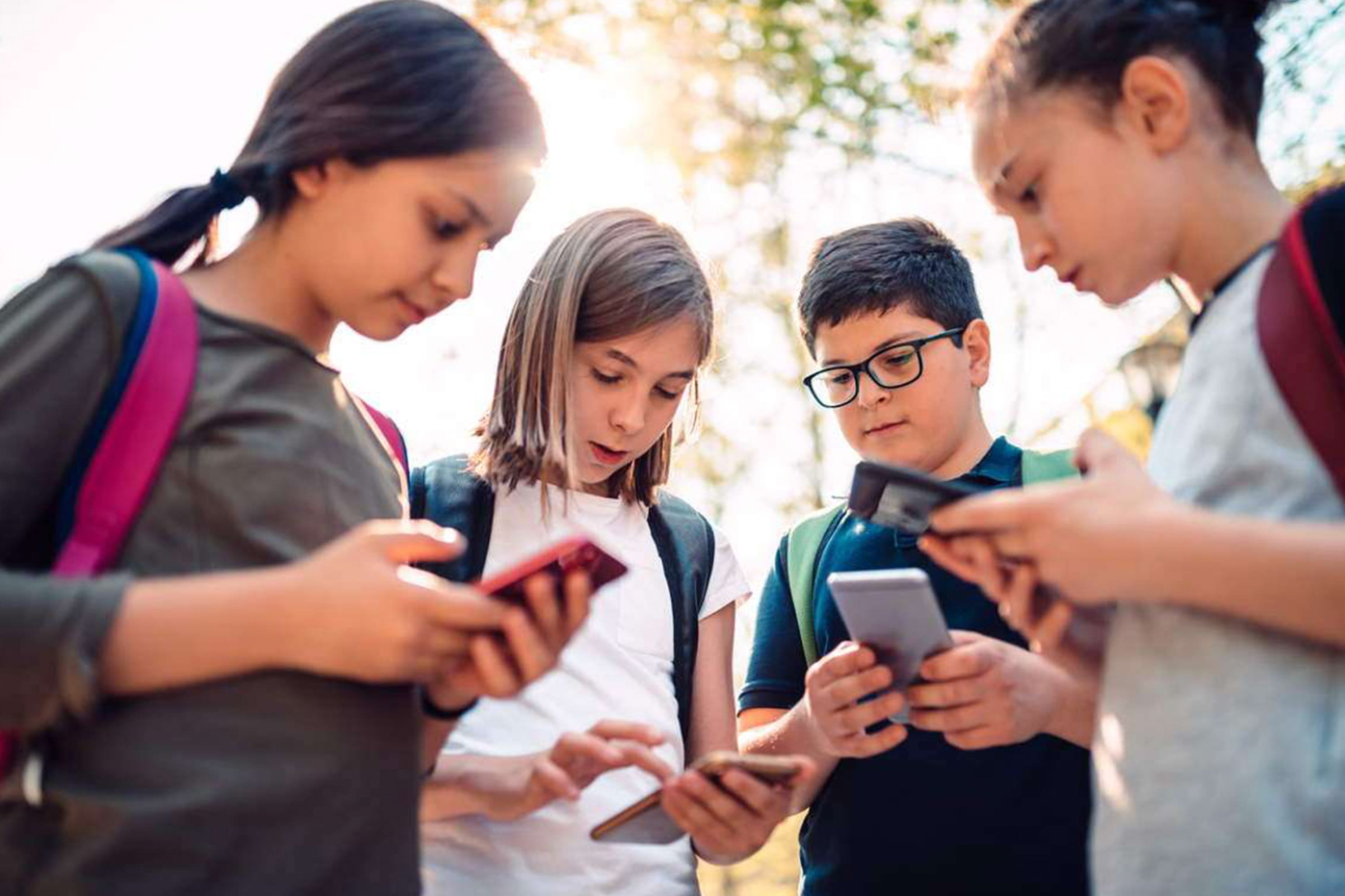 apple-donates-2-500-devices-to-the-boys-and-girls-club-across-the-u-s-20201119-1