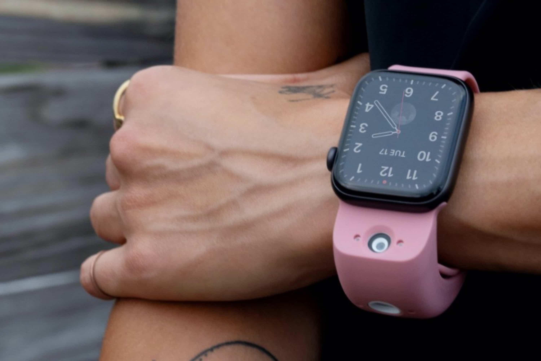 new-wristcam-brings-camera-to-apple-watch-20201203-1