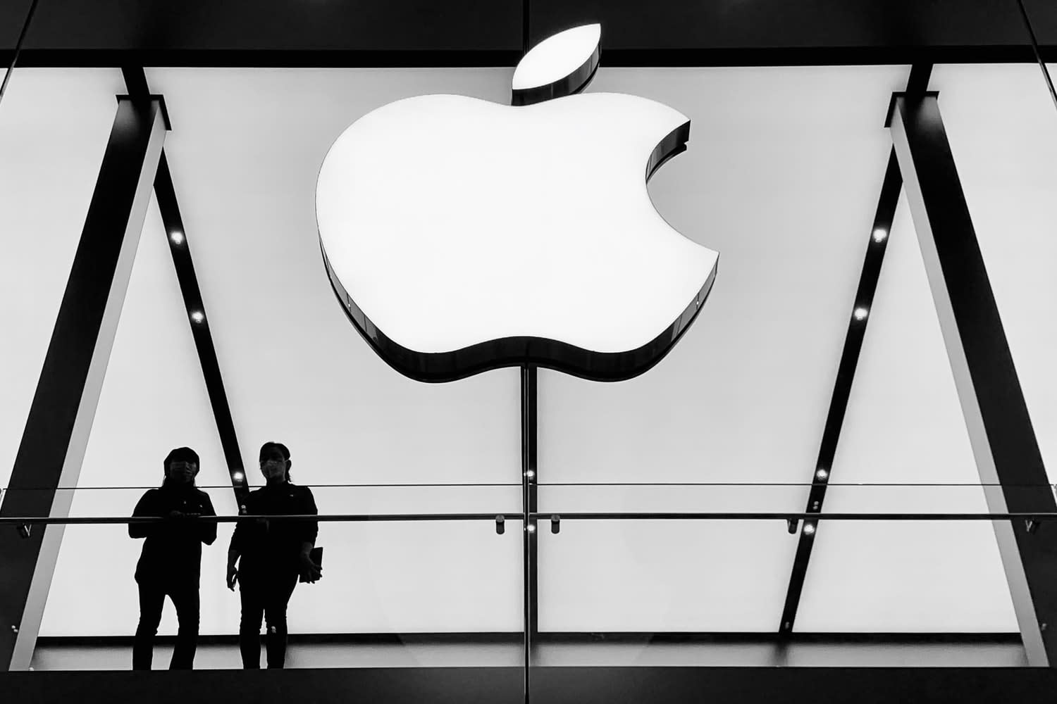 it-s-official-apple-is-now-worth-usd2-trillion-20200819-1