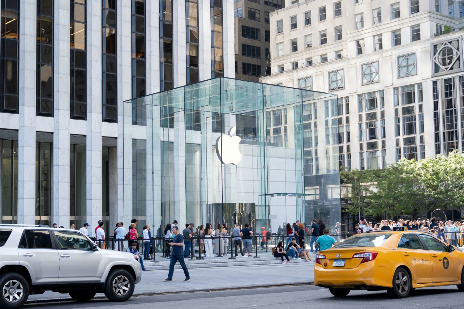 iphone-12-first-day-pre-orders-top-iphone-11-numbers-20201019-1